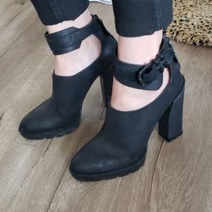 Kenneth Cole black distressed leather heels